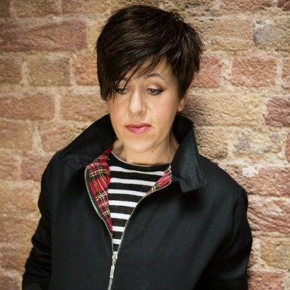 Headshot of musician and writer Tracey Thorn, looking down